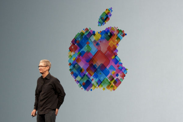 tim-cook-meeting-with-employees