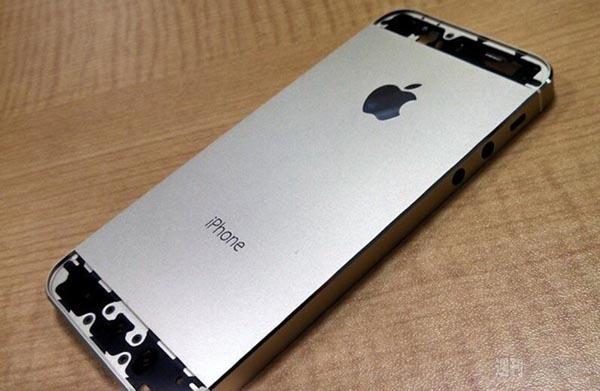 De-nouvelles-photos-de-l-iPhone-5S-couleur-Champagne-iphonote-3