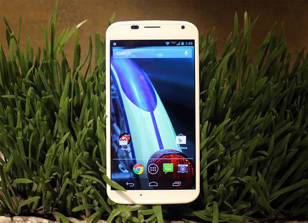 Motorola-Le-Moto-X-est-devoile-ecran-AMOLED-4.7-pouces-iphonote