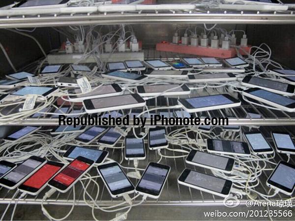 Photo-Une-dizaine-d-iPhone-5C-en-test-chez-Petragon-iphonote