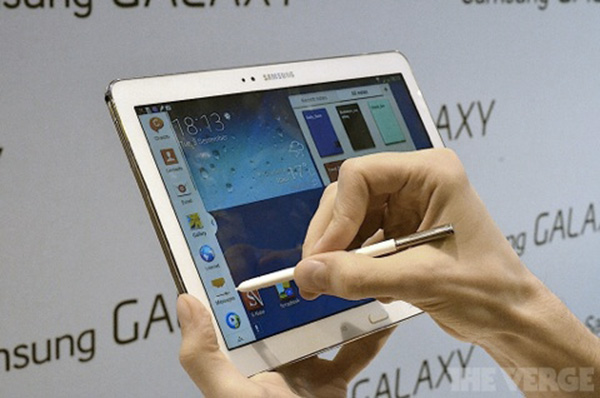 IFA-Samsung-presente-aussi-ses-Galaxy-Note-3-et-Note-10-1-iphonote-3