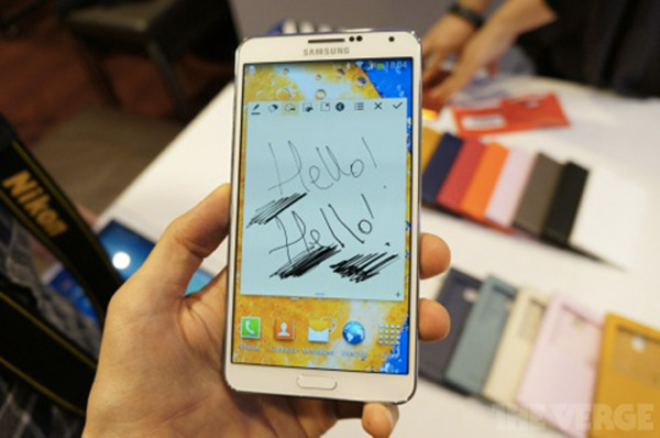 IFA-Samsung-presente-aussi-ses-Galaxy-Note-3-et-Note-10-1-iphonote-4