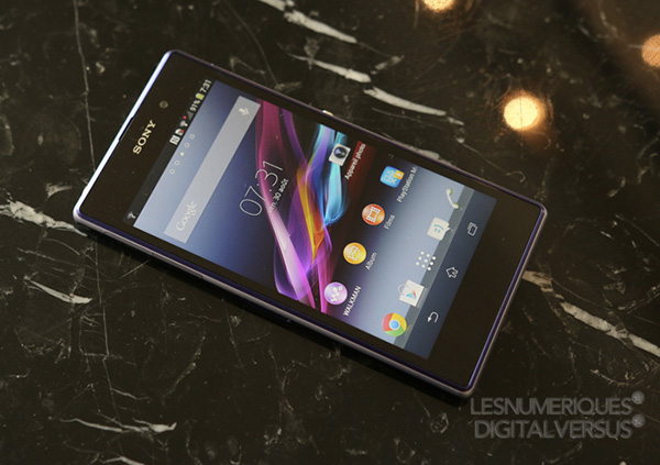 IFA-Sony-annonce-son-Xperia-Z1-et-les-objectifs-QX10-QX100-iphonote