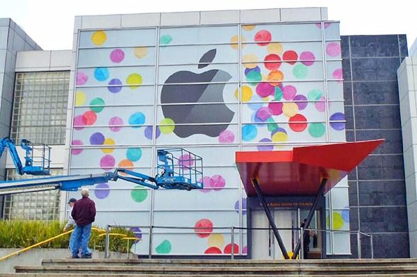 Keynote-Apple-2013-Le-carton-dinvitation-2013-ressemble-beaucoup-a-Yerba-Buena-Center-de-2011-iphonote