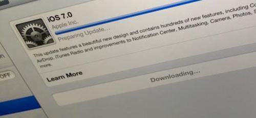 Mise-a-jour-iOS-7-automatique-un-homme-porte-plainte-contre-Apple-500x231
