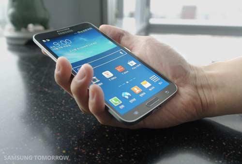 Samsung-presente-son-Galaxy-Round-avec-ecran-incurve-500x340