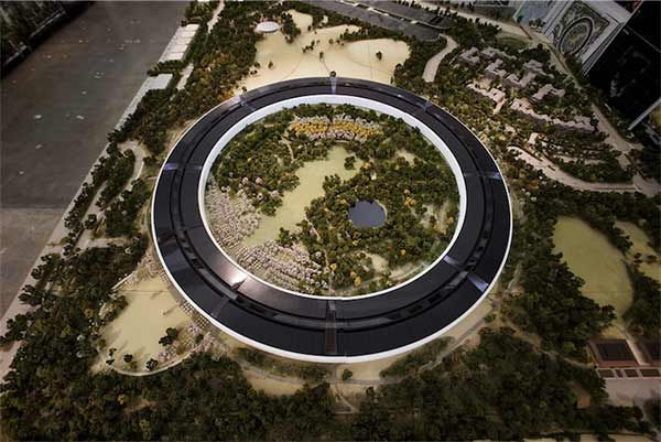 SpaceShip-La-maquette-du-futur-Campus-Apple-600x401