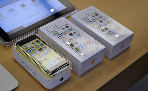 Apple-Un-service-de-reparation-des-iPhone-5S-5C-dans-les-Apple-Store-en-preparation-500x307