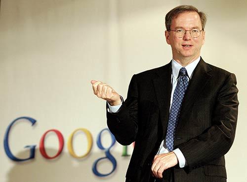 Eric-Schmidt-lance-une-offensive-sur-Google-plus-Passez-de-l-iPhone-a-Android-car-il-est-plus-intuitif-500x370