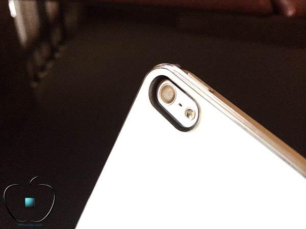 Presentation-de-la-coque-Qdos-Smoothies-Pure-blanche-pour-iPhone-5S-5-2-600x450