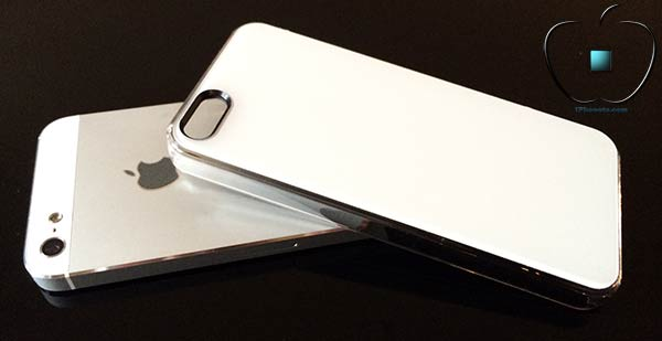 Presentation-de-la-coque-Qdos-Smoothies-Pure-blanche-pour-iPhone-5S-5-4-600x450