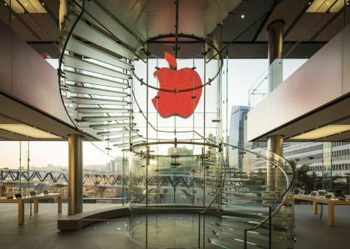 Apple-soutient-la-journee-mondiale-du-SIDA-avec-sa-pomme-rouge-2-500x356