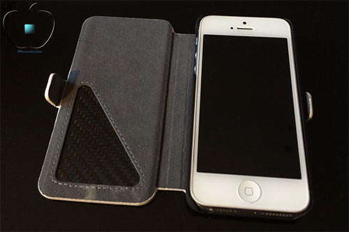 Review-etui-pour-iPhone-5-5S-en-Cuir-et-Fibre-de-Carbone-Ice-White-500x333