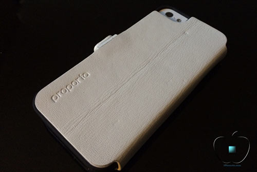 Review-etui-pour-iPhone-5-5S-en-Cuir-et-Fibre-de-Carbone-Ice-White-500x336