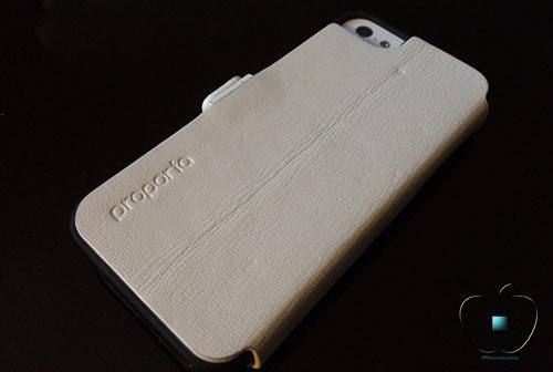 Review-etui-pour-iPhone-5-5S-en-Cuir-et-Fibre-de-Carbone-Ice-White-500x336