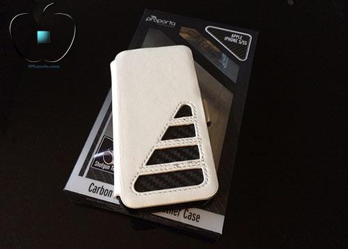 Review-etui-pour-iPhone-5-5S-en-Cuir-et-Fibre-de-Carbone-Ice-White-500x357