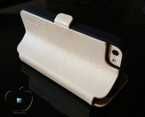 Review-etui-pour-iPhone-5-5S-en-Cuir-et-Fibre-de-Carbone-Ice-White-500x404
