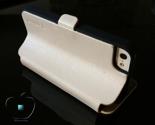 Review-etui-pour-iPhone-5-5S-en-Cuir-et-Fibre-de-Carbone-Ice-White-500x404