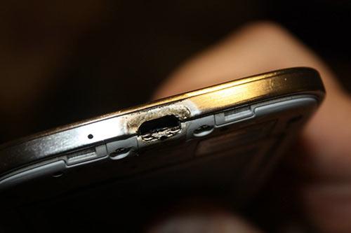 Samsung-veut-mettre-sous-silence-l-affaire-du-Galaxy-S4-brulant-500x333