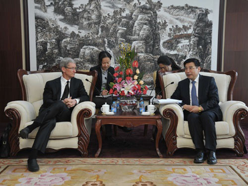 partenariat-entre-apple-et-china-mobile-tim-cook-se-dit-incroyablement-optimiste-500x375