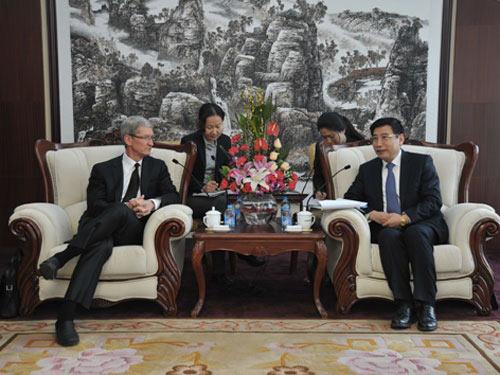 partenariat-entre-apple-et-china-mobile-tim-cook-se-dit-incroyablement-optimiste-500x375