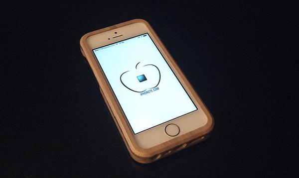 accessoires-primovisto-presentation-de-la-coque-iphone-5s-et-le-socle-en-bambou-600x358