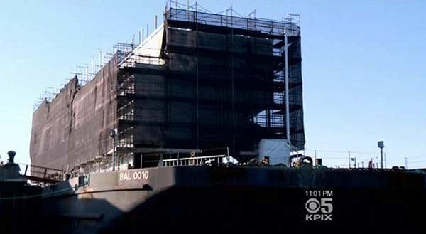 google-la-barge-du-geant-sapprete-a-quitter-san-francisco-pour-stockton-en-californie-600x329
