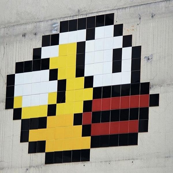 flappy-bird-se-pose-dans-une-rue-de-paris_2_600x600