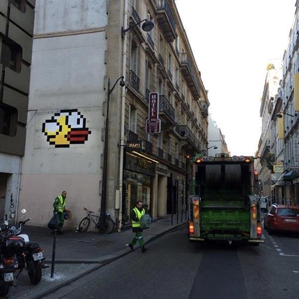 flappy-bird-se-pose-dans-une-rue-de-paris_3_600x600
