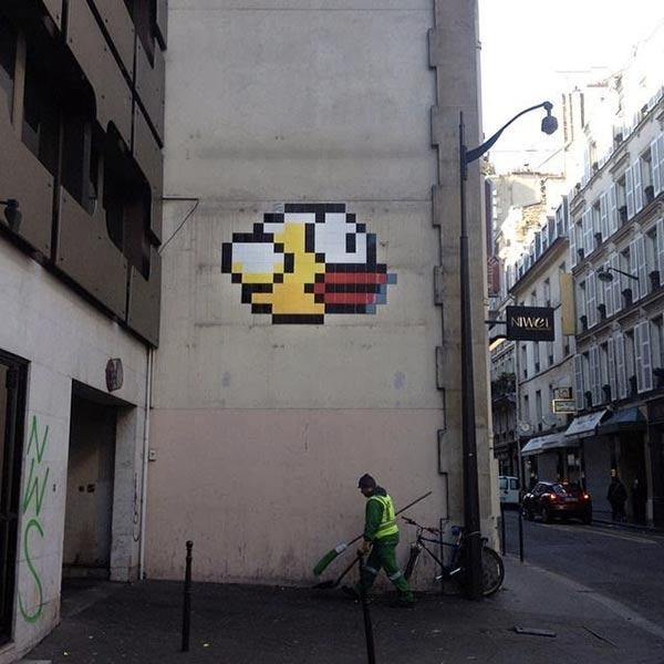 flappy-bird-se-pose-dans-une-rue-de-paris_600x600