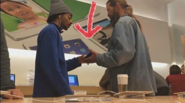 iphonote.com_ apple-store-des-trafiquants-font-signer-des-contrats-a-des-sans-abri-pour-recuperer-les-iphone-video