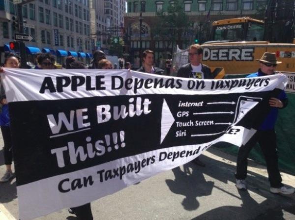 iphonote.com_ des-manifestants-demandent-a-apple-de-payer-des-impots-pour-ses-comptes-offshore