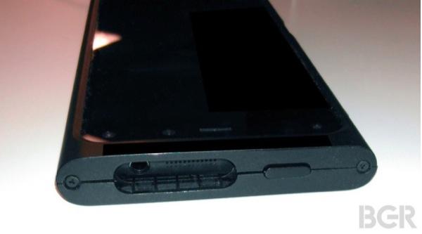 iphonote.com_ fuite-les-premieres-photos-du-smartphone-3d-amazon-3