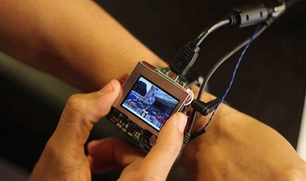 iphonote.com_concept-une-smartwatch-utilise-lecran-telle-une-manette-de-jeu