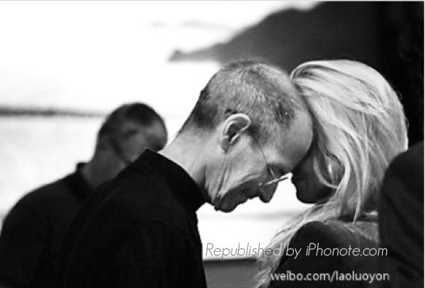iphonote.com_steve-jobs-et-sa-femme-en-photo-lors-de-sa-derniere-conference-apple