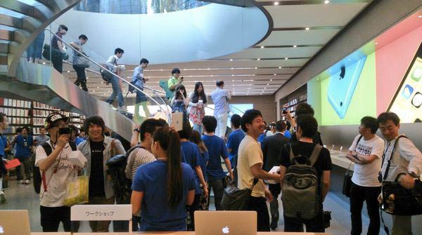 inauguration-de-apple-store-omotesando-en-presence-de-angela-ahrendts-3
