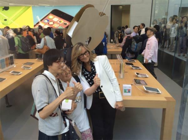inauguration-de-apple-store-omotesando-en-presence-de-angela-ahrendts