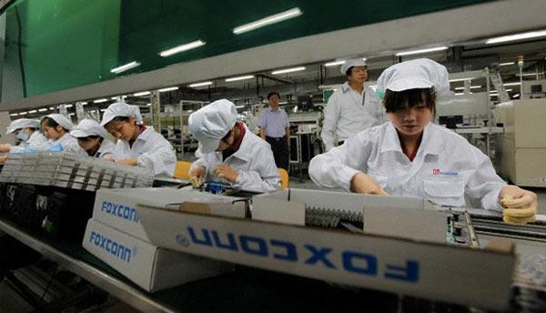 foxconn-sera-bientot-equipee-de-10-000-robots-pour-assembler-les-iphone