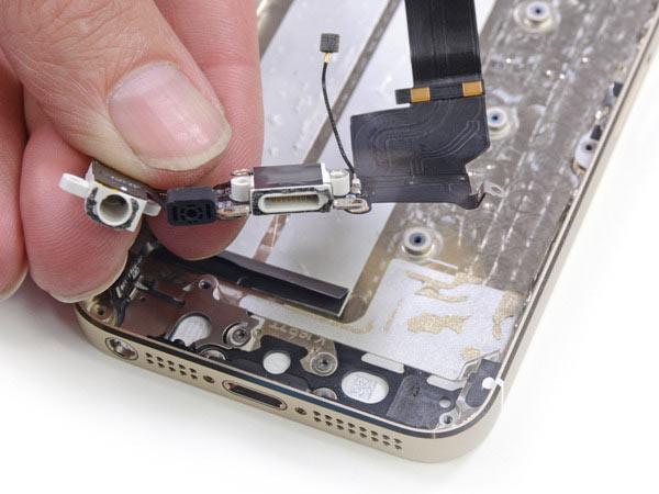 iphone-6-le-dock-lightning-et-audio-ont-aussi-fuite_3