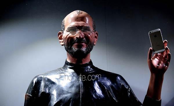 une-statue-de-cire-de-steve-jobs-pour-vendre-l-iphone-5s
