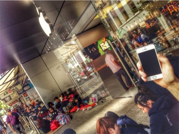 iphone-6-ca-campe-deja-devant-les-apple-store_14