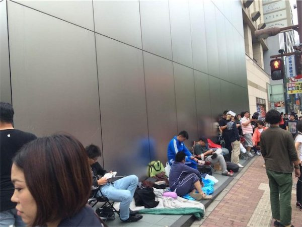 iphone-6-ca-campe-deja-devant-les-apple-store_9