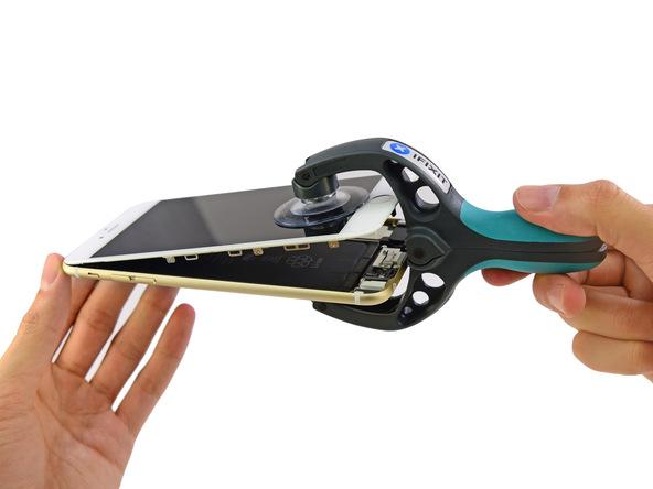 l-iphone-6-plus-a-coeur-ouvert-revele-une-batterie-de-2915-mah