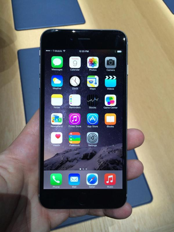 les-premieres-prises-en-mains-des-iphone-6-et-iphone-6-plus-en-videos