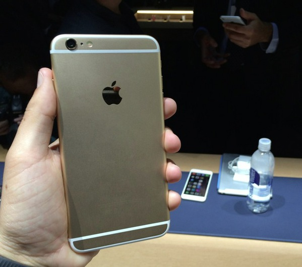les-premieres-prises-en-mains-des-iphone-6-et-iphone-6-plus-en-videos_5