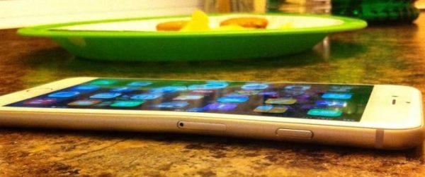 mettre-votre-iphone-6-dans-la-poche-peut-le-plier_3