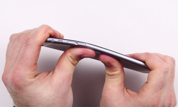 unbox-therapy-fait-une-demonstration-de-pliage-du-iphone-6-video