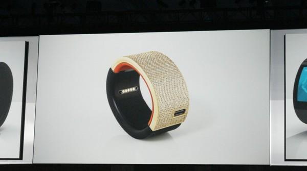 will-i-am-presente-sa-smartwatch-puls-avec-une-connexion-3g-et-la-commande-vocale_2