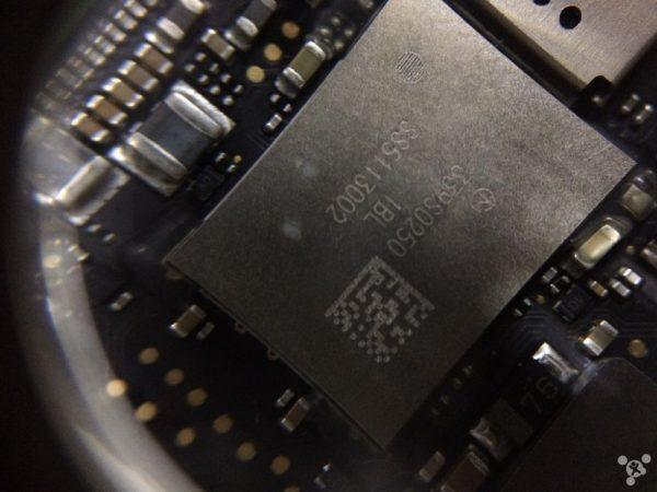 demontage-du-macbook-retina-une-carte-mere-67-plus-petite-que-le-macbook-air_4
