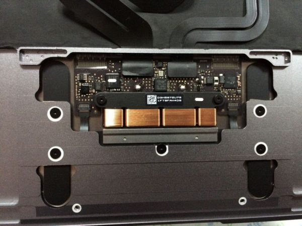 demontage-du-macbook-retina-une-carte-mere-67-plus-petite-que-le-macbook-air_6